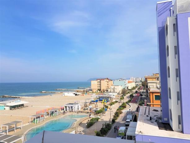Spiaggia attrezzata davanti all'Hotel di Misano