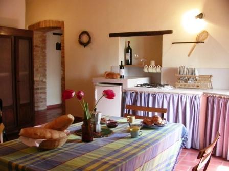 Appartamento a Umbertide con cucina completa e tavolo