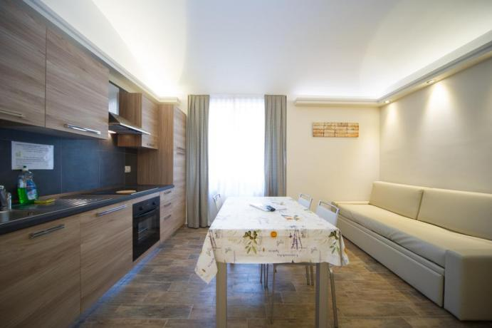 Appartamento-vacanze monolocale tavolo pranzo tv divano-letto Bardonecchia