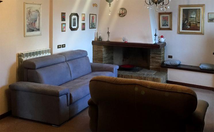 Appartamento Vacanza: salone con Camino
