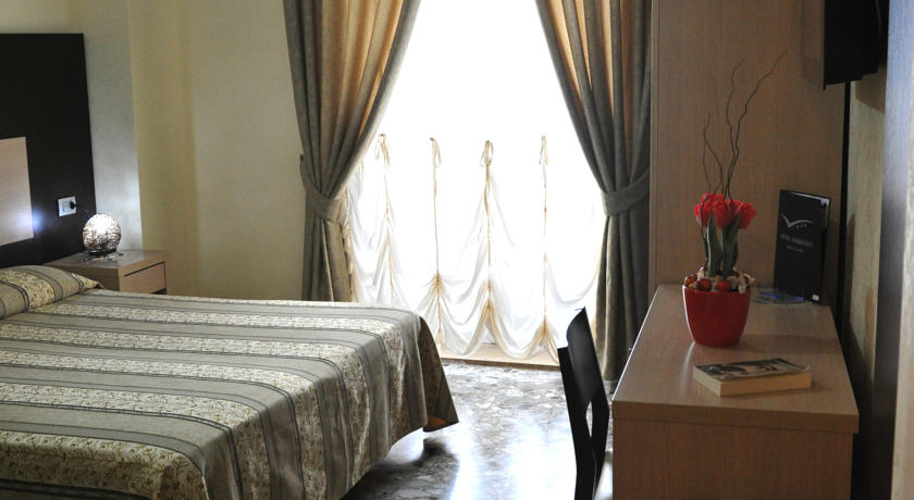 Camere con terrazzino o finestra Mola di Bari