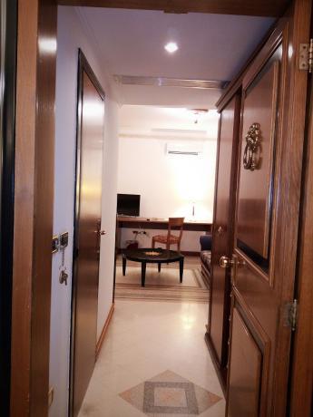 camera letto comfortevole, elegante hotel, salerno