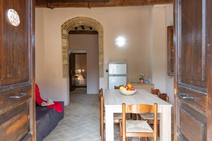Appartamento con Cucina e Frigorifero