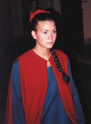 Damigella in abiti d'epoca