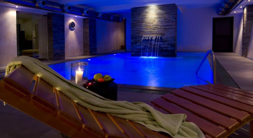 Piscina interna riscaldata zona Wellness - Hotel****