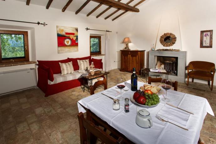Soggiorno con Camino Villa di lusso Umbria