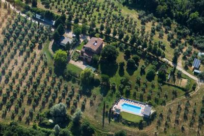 Agriturismo con piscina immerso nel verde