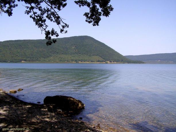 Veduta panoramica del Lago di Vico