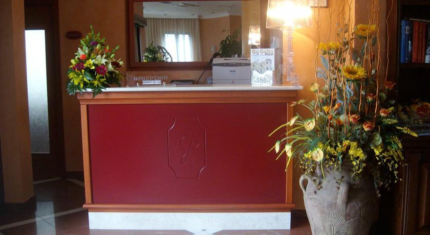 Reception con servizio bancomat/carta di credito