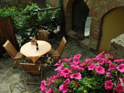 Agriturismo con Appartamenti, il Borgo Settencentesco
