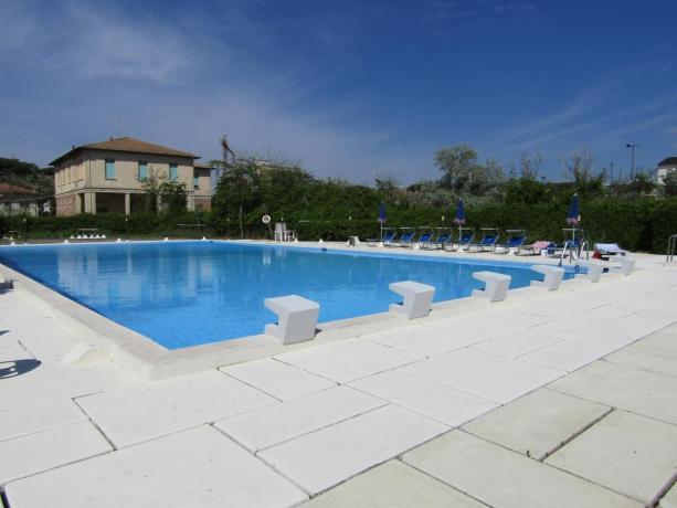 Piscina all'aperto attrezzata Hotel vicino Ravenna