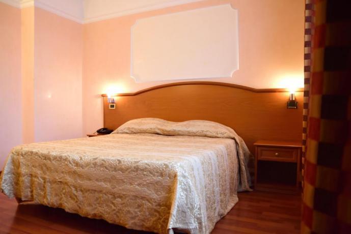 Hotel con Piscina Coperta a Caserta
