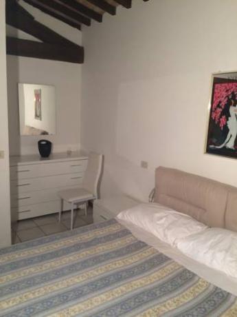 camera matrimoniale con biancheria in appartamenti Corciano