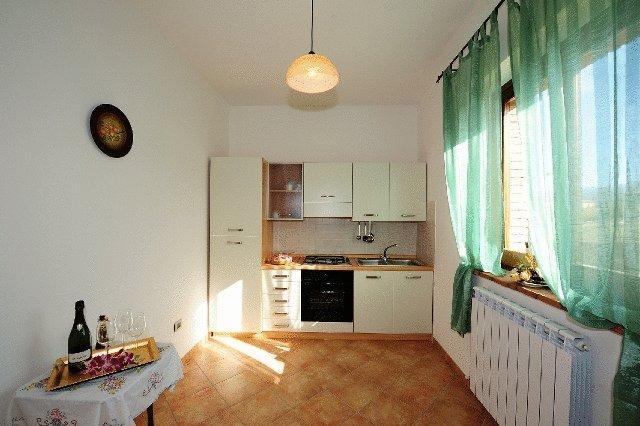 Appartamenti con Cucina attrezzata con forno