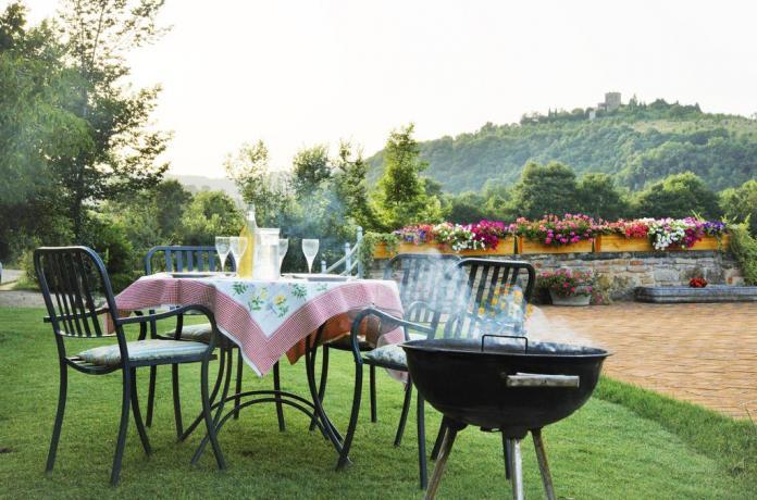 Casale con Appartamenti Vacanza con giardino attrezzato