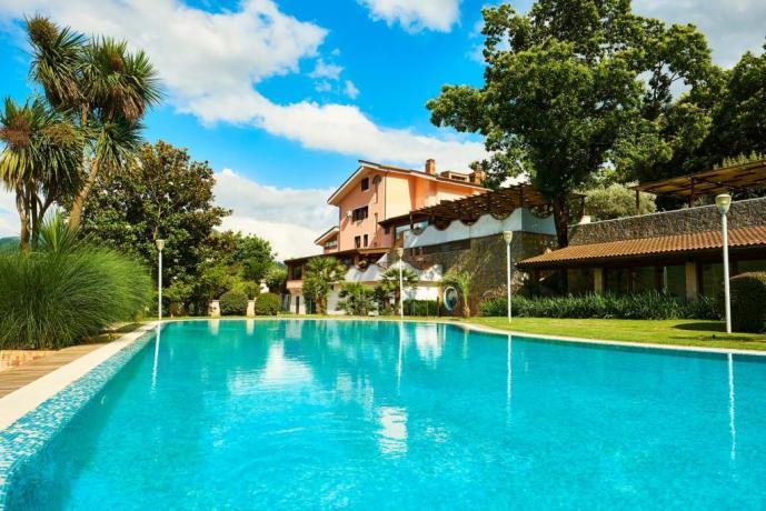Residence con piscina e giardino per ricevimenti