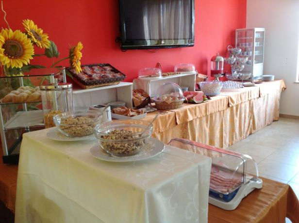 Buffet di prima colazione in Hotel