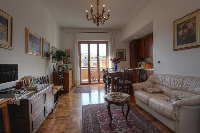 Area soggiorno con cucina B&B a Roma