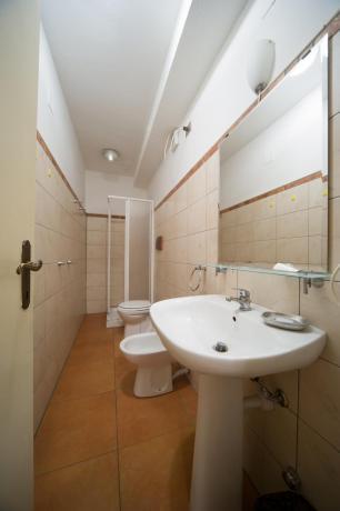 Bagno privato box doccia set cortesia appartamento-quadrilocale Bardonecchia