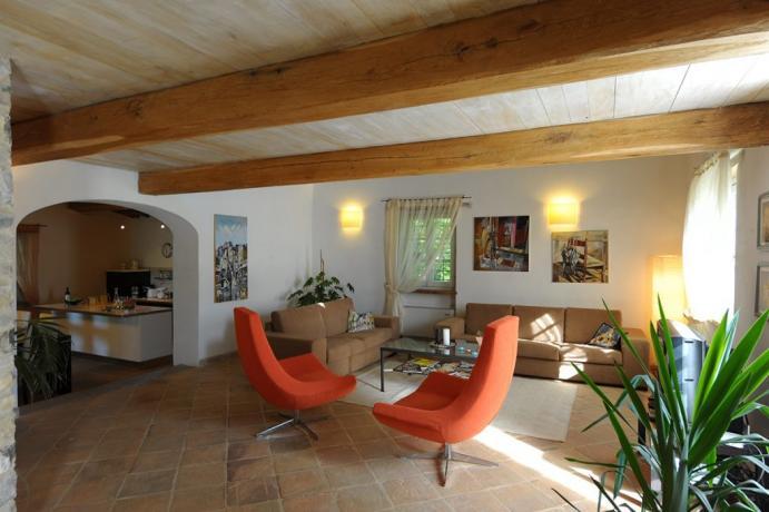 Villa Perugia salotto con poltrone e divani