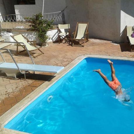 Albergo Sabaudia, piscina con area giochi bambini