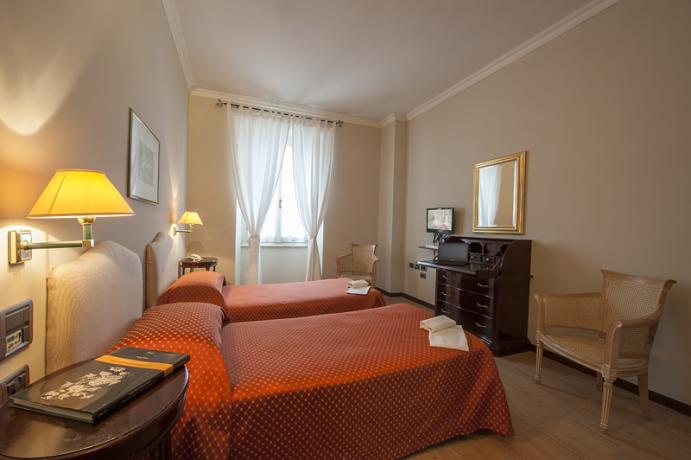 Camera doppia con letti singoli hotel a Foligno