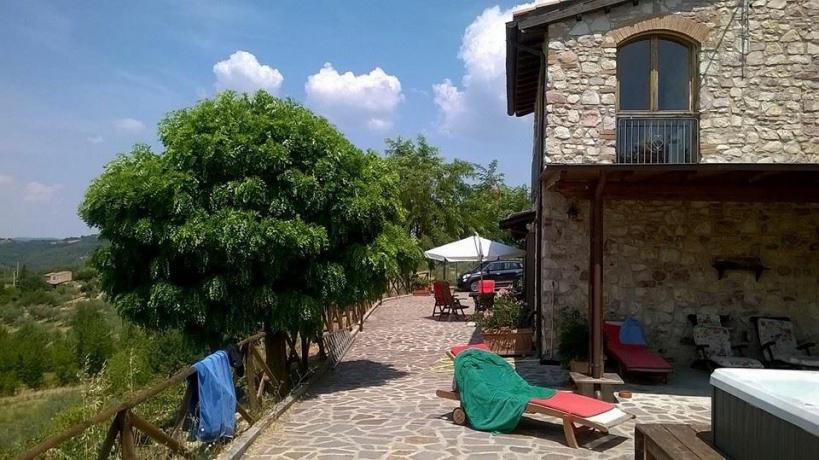 Area solarium B&B casale San Terenziano vicino Todi