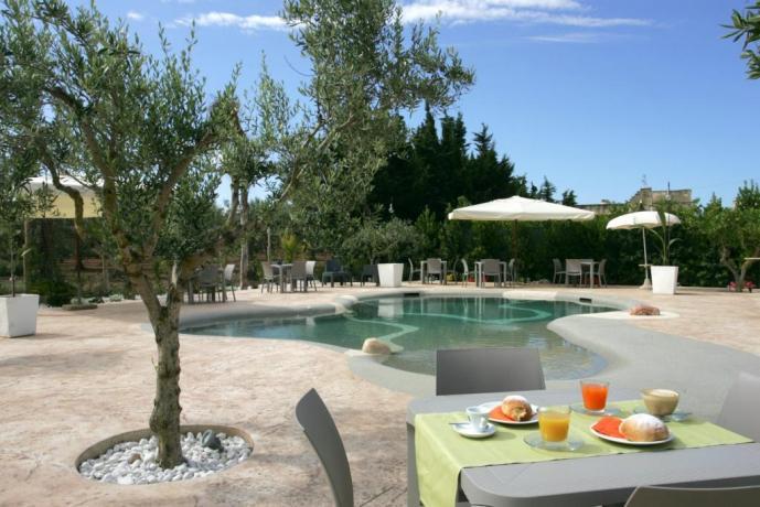 Piscina hotel3stelle Trapani con prima colazione