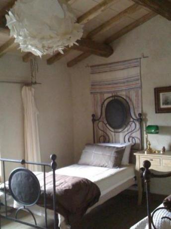 Camere con mobili antichi e travi a vista