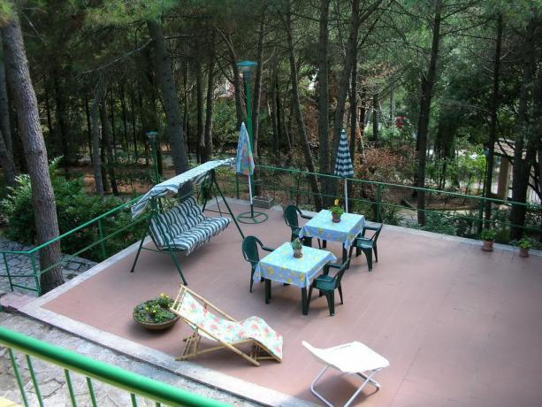 Terrazza solarium con dondolo B&B vicino Perugia