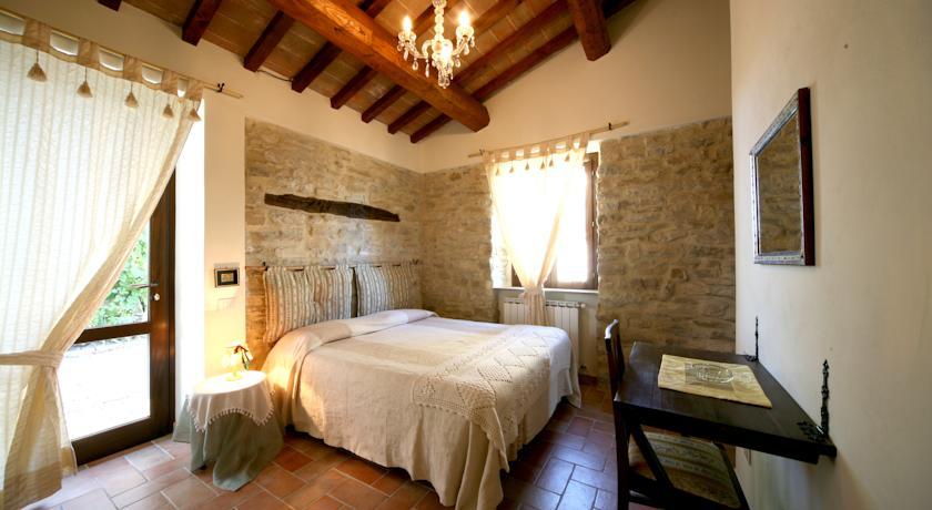 Camere con pavimenti in cotto e bagno interno