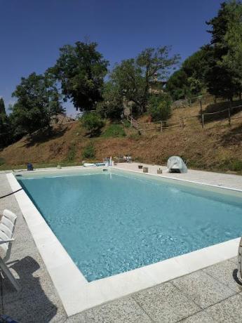 Azienda-Agrituristica vicino Firenze con Piscina e Giardino