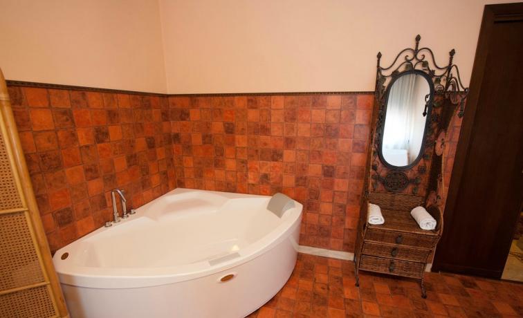 Suite Luna di Miele romantica con vasca idromassaggio