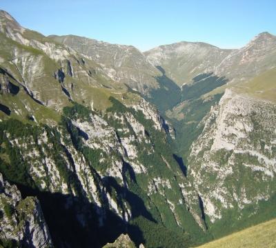 La catena montuosa