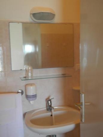 Bagno con set asciugamani hotel a Pesaro