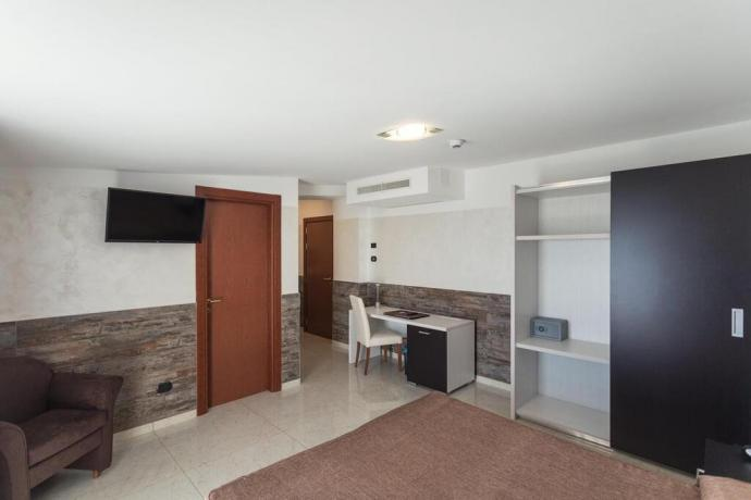 Hotel 4stelle camera standard con scrivania aria-condizionata Battipaglia