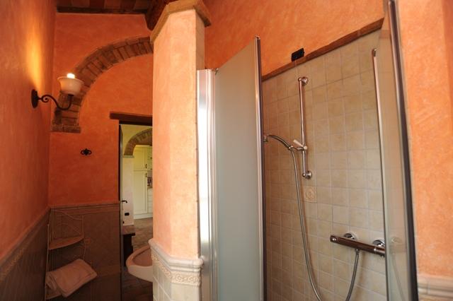 bagno privato con cabina doccia appartamento Quercia Rossa
