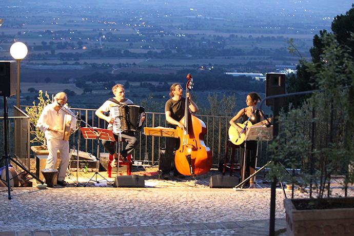 Musica Live sul Terrazzo Panoramico del Castello