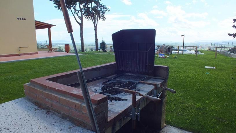 Ampi spazi verdi per gli ospiti con barbecue