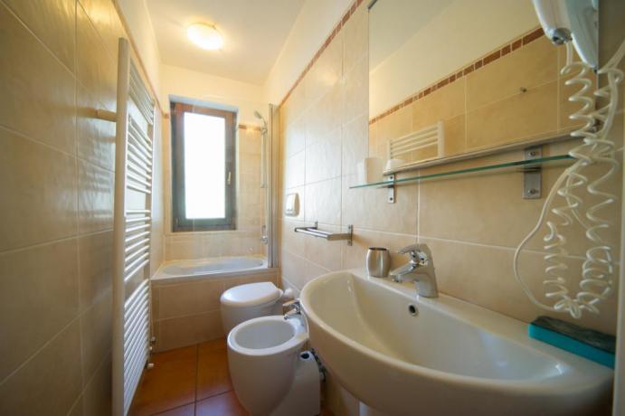 Bagno privato vasca-doccia appartamento-vacanze bilocale M Bardonecchia