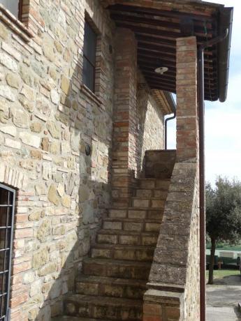Appartamenti con cortile e portico