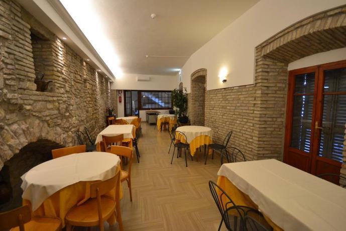 Sala ristorante cucina tipica Umbria centro Assisi