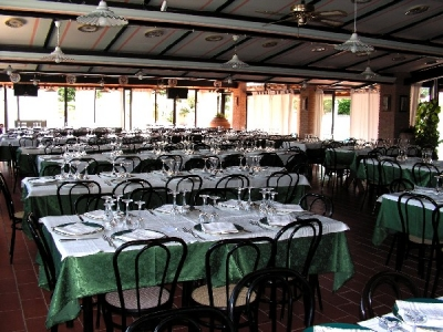 grande sala ristorante per cerimonie