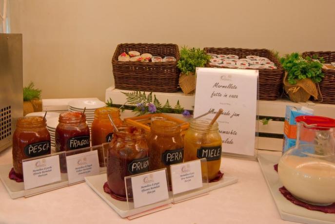 Colazioni con prodotti propri Hotel Lago di Garda