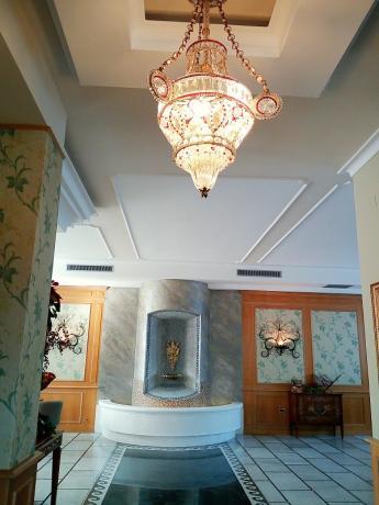 elegante ingresso, hotel con piscina estiva, salerno