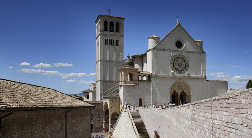 Basilica S.Francesco d'Assisi - hotel a 5 minuti