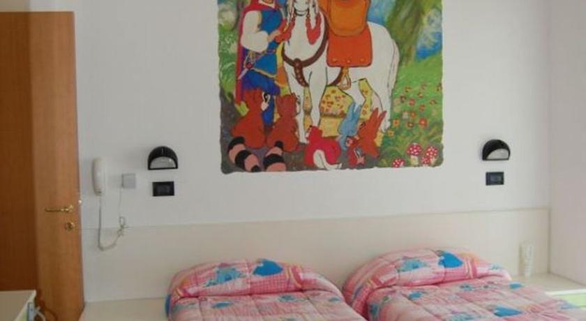 Camera con dipinto Principe Azzurro