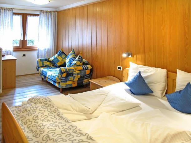 Camera matrimoniale con soggiorno vicino Bolzano