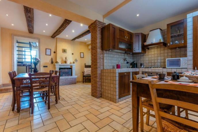 Grande soggiorno con tavolo Residence a Rieti