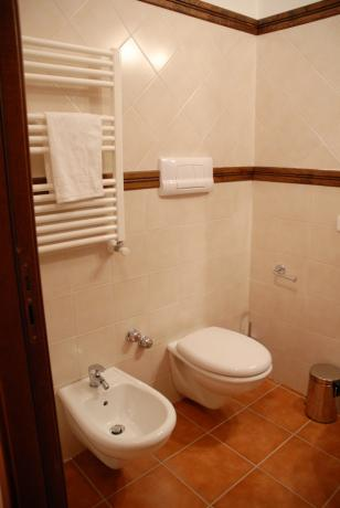 Bagno privato in camera hotel ad Alfedena
